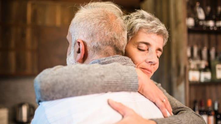 Ayudando a un abuelo que está en aflicción
